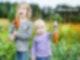 Zwei Kinder haben Möhren geerntet Verein Tellerlein Deck Dich